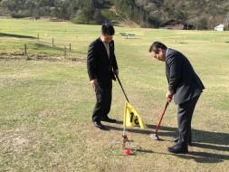 マキノ高原さらさで天然芝でグラウンドゴルフを体験